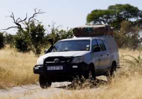 Toyota 4WD (2 Berth ) 1 Roof Top Tent
